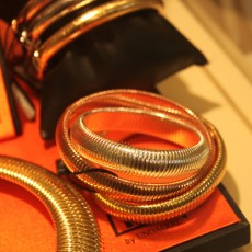 Bracciali in bronzo dorato