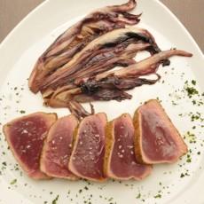 Tagliata di tonno in crosta con radicchio caramellato