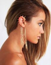 Ear Cuff, un orecchino che non si accontenta del lobbo, ma decora tutto il contorno dell'orecchio